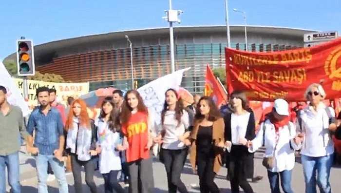 Đây là hoạt động phản đối cuộc xung đột giữa chính quyền với lực lượng phiến quân người Kurd ở miền Nam Thổ Nhĩ Kỳ