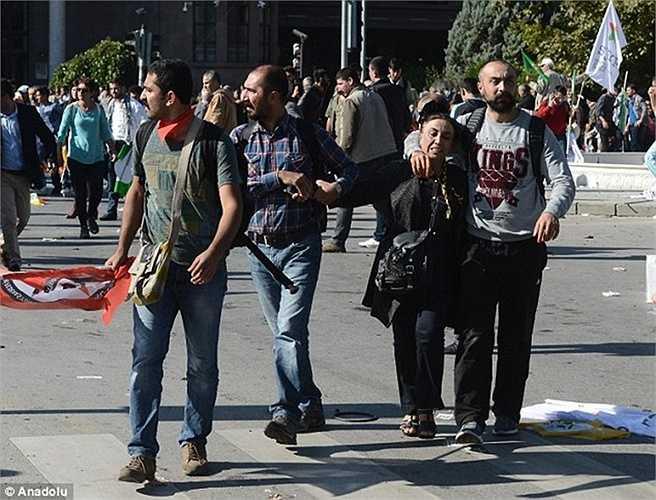 Nhiều người dân hoảng loạn sau các vụ nổ