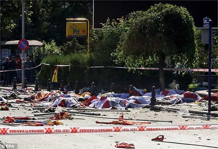 Thi thể nạn nhân nằm la liệt trên đường phố