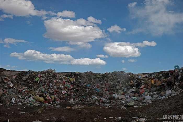 Nhiều du khách còn phản ứng lại nhân viên vệ sinh khi được yêu cầu không xả rác