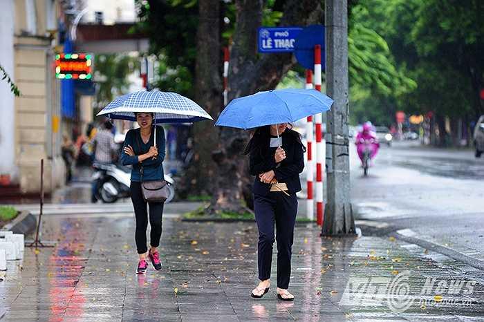 Theo Trung tâm Dự báo Khí tượng thủy văn Trung ương, hiện nay do ảnh hưởng của không khí lạnh tăng cường, ở các tỉnh miền Bắc đã xuất hiện mưa trên diện rộng.