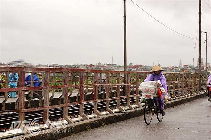 Không khí se lạnh khiến nhiều người dân Hà Nội đi đường có thể cảm nhận thấy mùa đông đang đến rất gần.