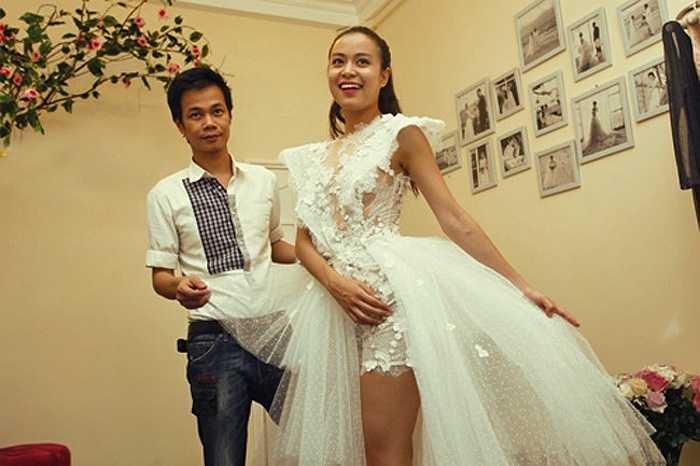 Thậm chí, có lần Hoàng Thùy Linh còn tiết lộ, cô bỏ4.000 đô mua váy.