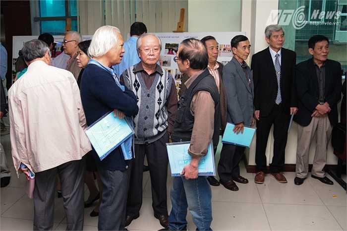 Sáng 10/10, nhiều cựu học sinh, sinh viên Việt Nam từng học tập ở Azerbaijan đến dự đại hội
