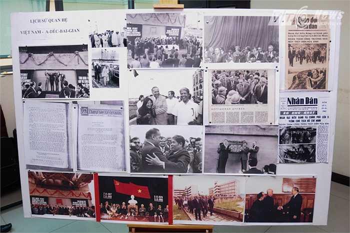 Nhiều bức ảnh kỷ niệm được trưng bày bên ngoài đại hội sáng 10/10 (Tùng Đinh/Thực hiện)