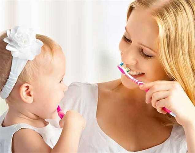Bước 2. Đảm bảo rằng không ăn bất cứ thứ gì trong gần một giờ. Nhưng bạn đánh răng.