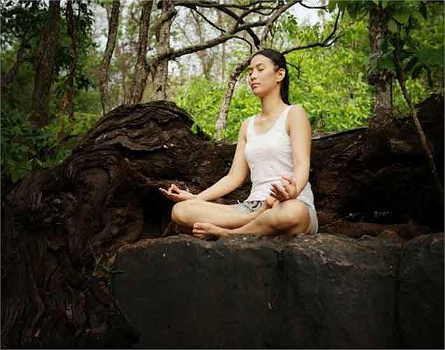 Bước 5. Thư giãn một lúc và hít thở sâu trước khi bắt đầu một ngày làm việc và trước khi đi ngủ.