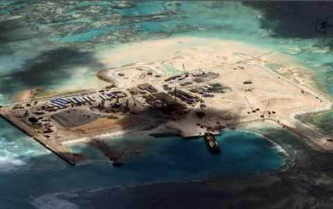 Hình ảnh vệ tinh cho thấy bãi Châu Viên thuộc quần đảo Trường Sa của Việt Nam bị Trung Quốc cải tạo và xây dựng trái phép các công trình trên đó