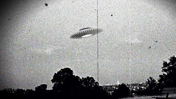 Dundee, Wisconsin. Thành phố này không phát hiện nhiều vụ UFO nhưng một vài cư dân ở đây khẳng định họ chính là người ngoài hành tinh và thường xuyên lui tới một 'căn cứ' là quán ăn Benson's Hideaway.