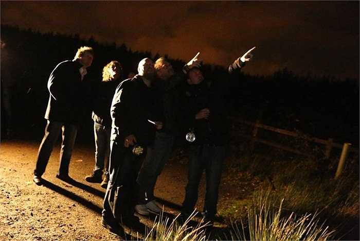 Bonnybridge, Scotland. Ngôi làng nhỏ - 700 dân cư này đã phát hiện trung bình 300 vụ UFO mỗi năm. Người ta thường chủ động tập trung nhìn lên bầu trời để tìm kiếm UFO và hầu hết đều thành công