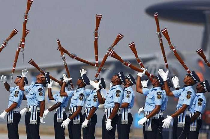 Binh lính Không quân Ấn Độ trong lễ kỷ niệm ngày thành lập Không quân Ấn Độ tại căn cứ không quân Hindon gần thành phố New Delhi