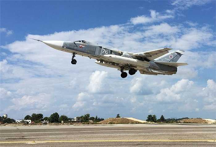Chiến đấu cơ Su-24 cất cánh từ căn cứ Hmeimim     tới không kích các mục tiêu IS trên lãnh thổ Syria