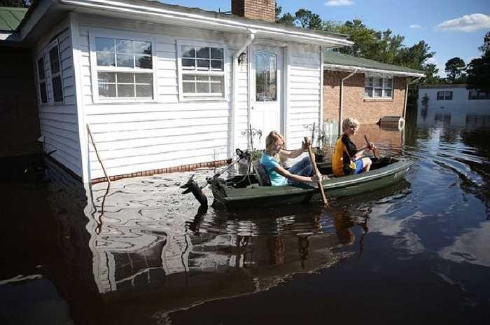 Lũ lụt nghiêm trọng ở Nam Carolina, Mỹ khiến ít nhất 17 người thiệt mạng, nhiều nhà cửa, công trình, xe cộ bị nhấn chìm trong biển nước