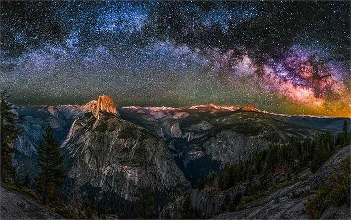 Dải Ngân Hà trên bầu trời Vườn quốc gia Yosemite, California do nhiếp ảnh gia Abe Blair ghi lại