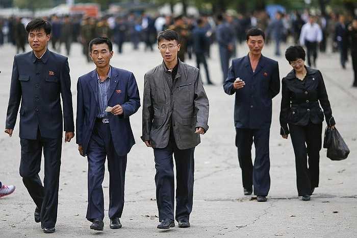 Người Triều Tiên tới sân vận động Kim Nhật Thành để cổ vũ cho đội nhà trong trận đấu với đội tuyển Philippines ngày 8/10