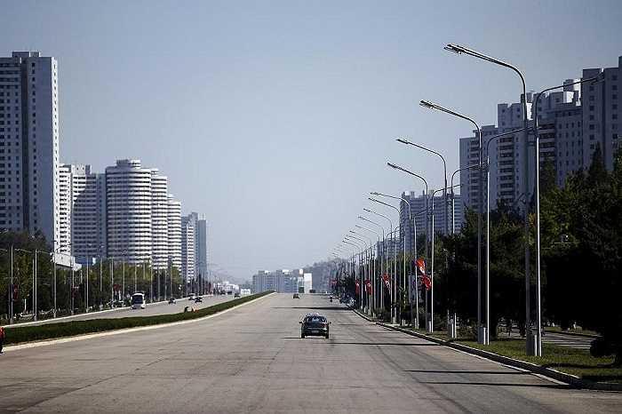 Một đại lộ vắng vẻ ở thủ đô Bình Nhưỡng