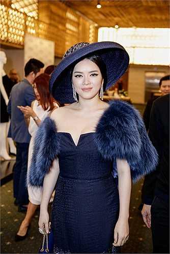 Dù bận rộn với lịch trình công việc dày đặc nhưng khi được Lâm Gia Khang ngỏ lời, Lý Nhã Kỳ đã đến Elle Show 2015 để ủng hộ nhà mốt 9X.