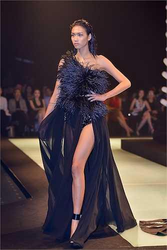 Kỷ niệm chặng đường 5 năm bước chân vào làng thời trang, Lê Thanh Hòa ra mắt bộ sưu tập mang tên 'Nữ chiến binh bóng đêm – Back to Black'.