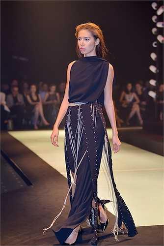 Mở màn với Minh Triệu và khép lại với Thanh Hằng, Lê Thanh Hòa cùng bộ sưu tập này đã thực sự mang đến một làn gió mới, tư tưởng mới cho sự nghiệp thiết kế của mình.