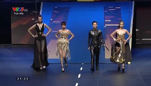 Top 4 VNTM 2015 trình diễn trong màn thi cuối.