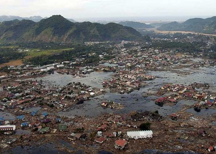 Động đất Ấn Độ năm 2004. Trận động đất cực mạnh này lên tới 9,1 độ Richter và cao thứ 3 trong lịch sử. Nó đã ảnh hưởng đến rất nhiều khu vực trước khi mở đường cho một cơn sóng thần khủng khiếp cướp đi sinh mạng của khoảng 200000 người dân của 14 quốc gia khác nhau