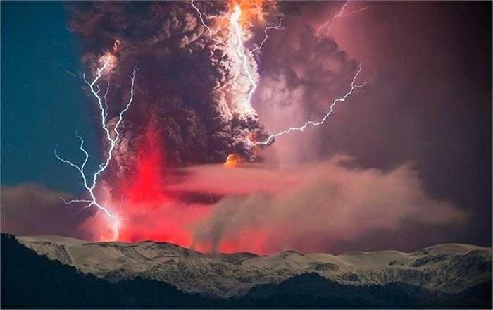 Sấm sét kinh hoàng ở Chile. Mặc dù không có thương vong nào, tuy nhiên, trận sấm sét kinh hoàng tại Chile năm 2008 đã gây ra một vụ lở đất cực lớn, ảnh hưởng đến nông nghiệp của Chile