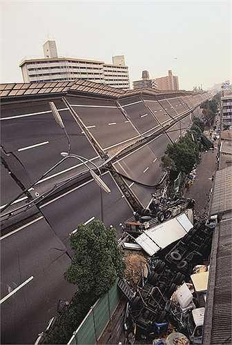 Động đất Hanshin năm 1995. Nhật Bản không phải cái tên xa lạ với những trận động đất. Trận động đất Hanshin năm 1995 ảnh hưởng mạnh tới tỉnh Kobe khiến 6.000 người thiệt mạng. Sau thảm họa này, Chính Phủ Nhật Bản đã quyết định xây dựng nhà cửa kiên cố, vững chắc hơn nhằm chống chọi là thảm họa động đất luôn đe dọa xứ sở mặt trời mọc