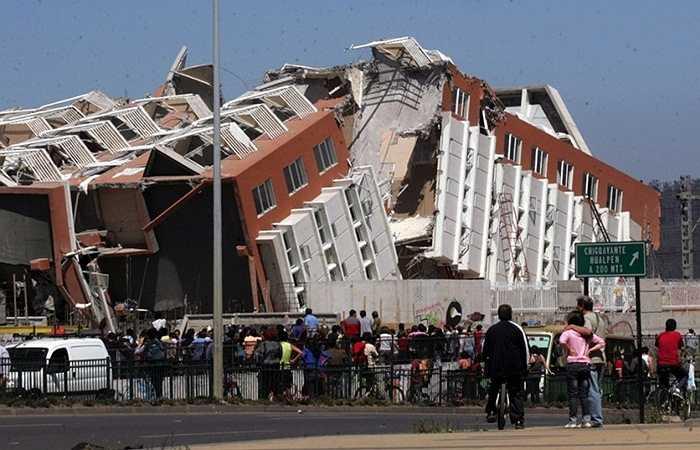 Động đất Chile 2010. Năm 2010, quốc gia Nam Mỹ chịu ảnh hưởng của một trận động đất mạnh 8,8 độ Richter giết chết 542 người. Dư chấn của nó lan mạnh ra cả khu vực châu Á và cả Bắc Mỹ