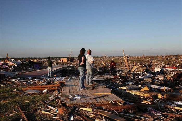 Lốc xoáy Joplin năm 2011. Đây được coi là trận lốc xoáy lớn nhất của Hoa Kỳ trong vòng 40 năm gần nhất. Nó khiến chó 158 người chết và hơn 1000 người bị thương, chưa kể tới hàng loạt nhà cửa, công trình bị thiệt hại nặng nề