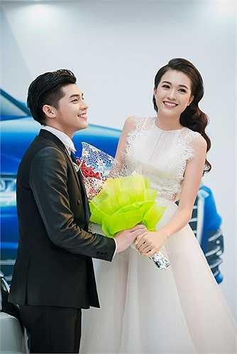 Cùng tham dự một sự kiện tại Hà Nội, Á hậu Lệ Hằng diện váy xuyên thấu, quyến rũ bên Noo Phước Thịnh.