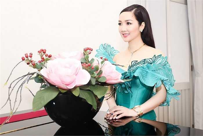 Giáng My vừa trở về Việt Nam sau chuyến công tác đến Tokyo để làm Giám khảo chương trình Én vàng 2015.
