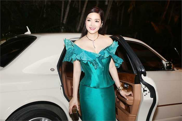 Người đẹp 43 tuổi sở hữu nhiều ô tô tiền tỷ nhưng cô ít khi khoe khoang.