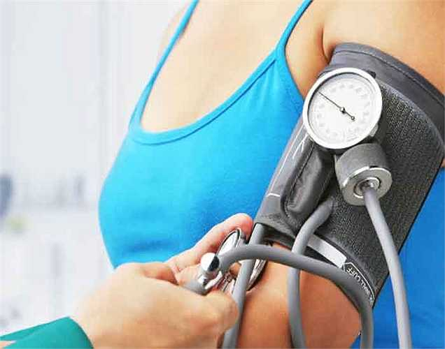 3. Điều hòa cao huyết áp: Hạt điều giàu magiê giúp giảm huyết áp. Trong khi huyết áp cao là một bệnh rất phổ biến trong cuộc sống ngày nay, tại sao không ăn hạt điều thay vì các loại thuốc?