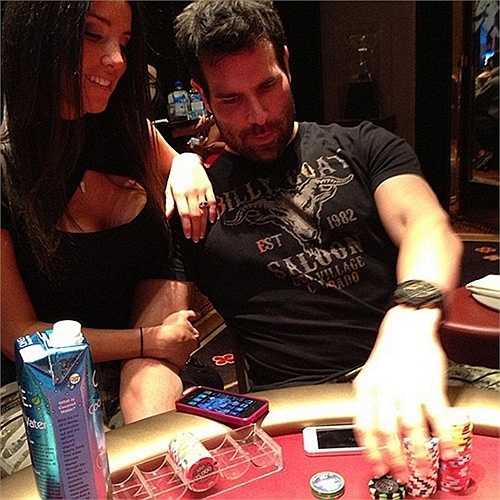 Dan Bilzerian - người đang nắm giữ ngôi vị 'ông hoàng Instagram' là một tay chơi bài Poker chuyên nghiệp. Anh từng khẳng định mình có thể làm giàu bằng nghề này