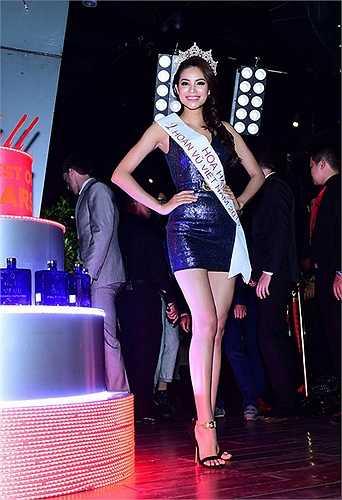Bên cạnh đó, người đẹp 9X cũng lên kế hoạch lên núi để tham gia khóa thiền trong một tuần giúp tĩnh tâm trước khi bước vào việc tập luyện chuẩn bị cho cuộc thi Miss Universe sắp diễn ra.