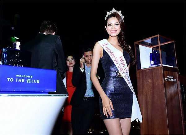 Cô từng lọt vào top 5 Nữ hoàng trang sức, top 10 Hoa hậu Việt Nam 2014, Á hậu 1 cuộc thi Hoa hậu thể thao thế giới.