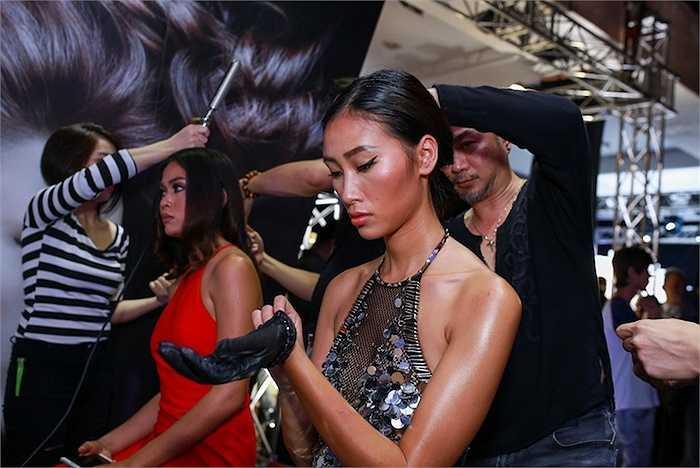 Đêm chung kết Vietnam's Next Top Model mùa thứ 6 diễn ra vào tối 11/10 với phần tranh tài của 4 thí sinh là Hương Ly, Nguyễn Hợp, Hồng Xuân và Thành An.