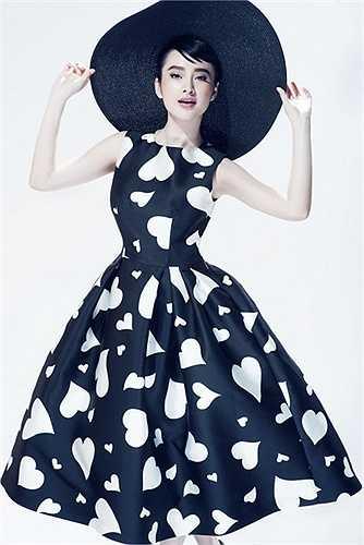 Angela Phương Trinh hoá thân thành huyền thoại thời trang Audrey Hepburn.