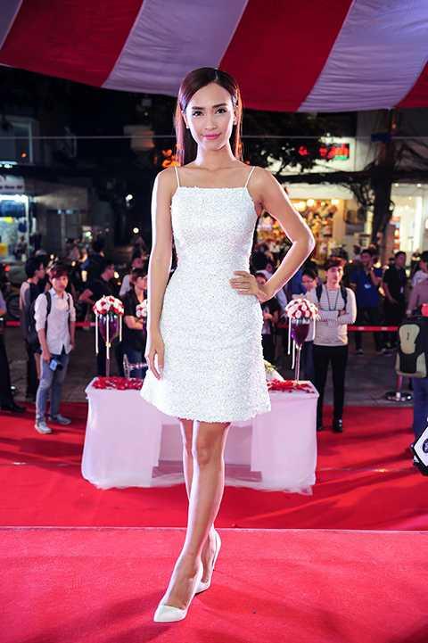 Nữ ca sĩ - nhạc sĩ Ái Phương, tác giả ca khúc Trót yêu đình đám. Đây là bài hát được chọn làm nhạc phim và cũng là tựa đề bộ phim.