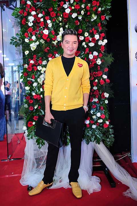 Ông hoàng nhạc Việt dù bận rộn nhưng vẫn dành thời gian đến chúc mừng sản phẩm điện ảnh mới của Việt Trinh.