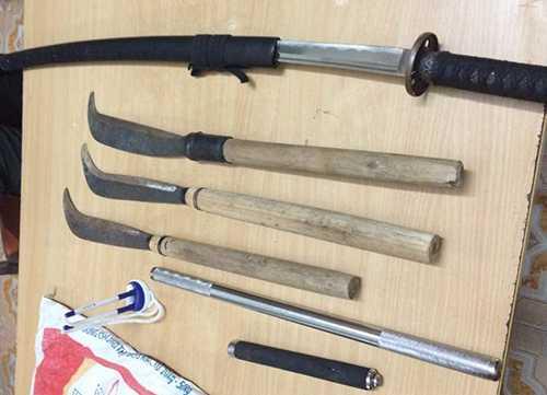 Các loại vũ khí thu giữ của 4 thanh niên