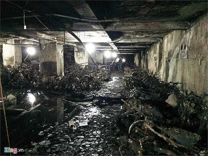 Khung cảnh tan hoang trong hầm. (Ảnh: Zing)