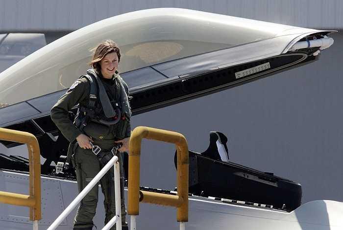 Đại úy Jammie Jamieson, nữ phi công đầu tiên lái F-22 của Không quân Mỹ