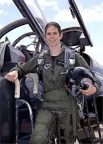 Nữ phi công lái chiến đấu cơ người của Đức Ulrike Flender