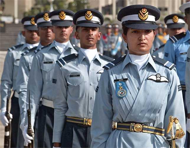 Nữ sỹ quan trong Không quân Pakistan
