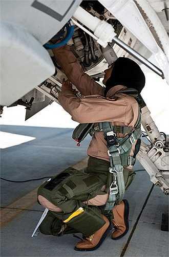Thiếu tá Không quân UAE al-Mansouri