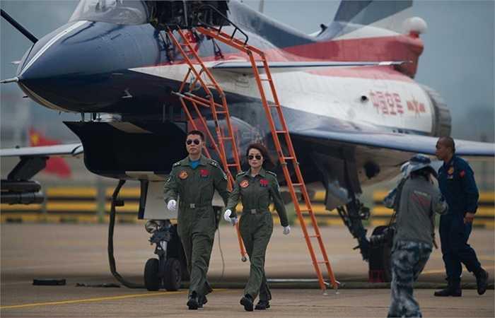 Nữ phi công trong quân đội Trung Quốc