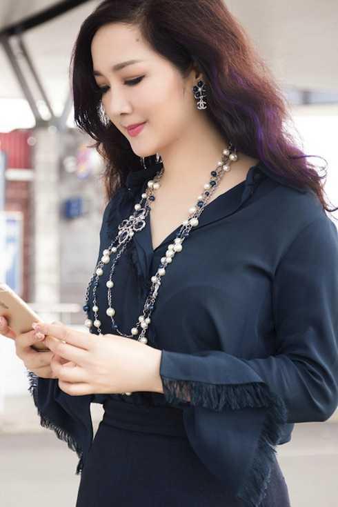 Người đẹp không tuổi thường xuyên xuất hiện trong những bộ cánh hàng hiệu sang trọng và đắt đỏ