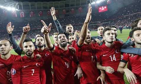 Thổ Nhĩ Kỳ lách qua khe cửa hẹp để trở thành đội xếp thứ 3 có thành tích tốt nhất