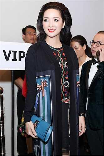 Giáng My vừa xuất hiện tại show thời trang của NTK Julien Fournié trong khuôn khổ Vietnam International Fashion Week 2015.